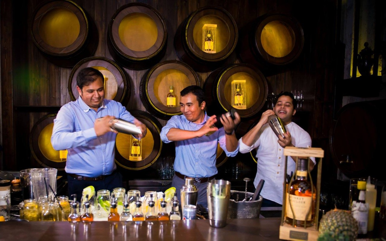 12247839 1662846677307593 3751368069820484522 o 1280x798 - New Monkey in Town: Monkey Shoulder Whisky is now in India