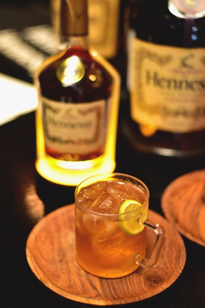 Hennessy Ginger MulePour 45 ml of Hennessy Very Special and 100 ml of Ginger Ale into a Copper Mug or a Rocks Glass. Add ice and garnish with Lime Wedge or Ginger.