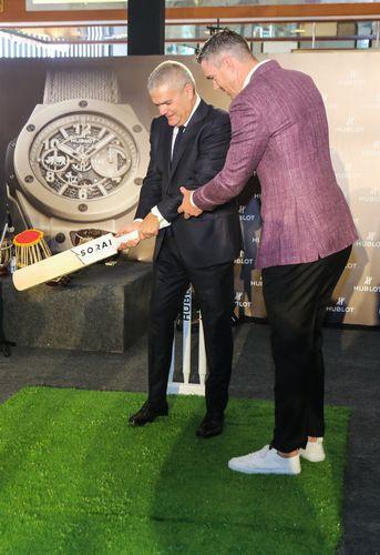 ABHI2675 - Hublot's maiden with Kevin Pietersen in India