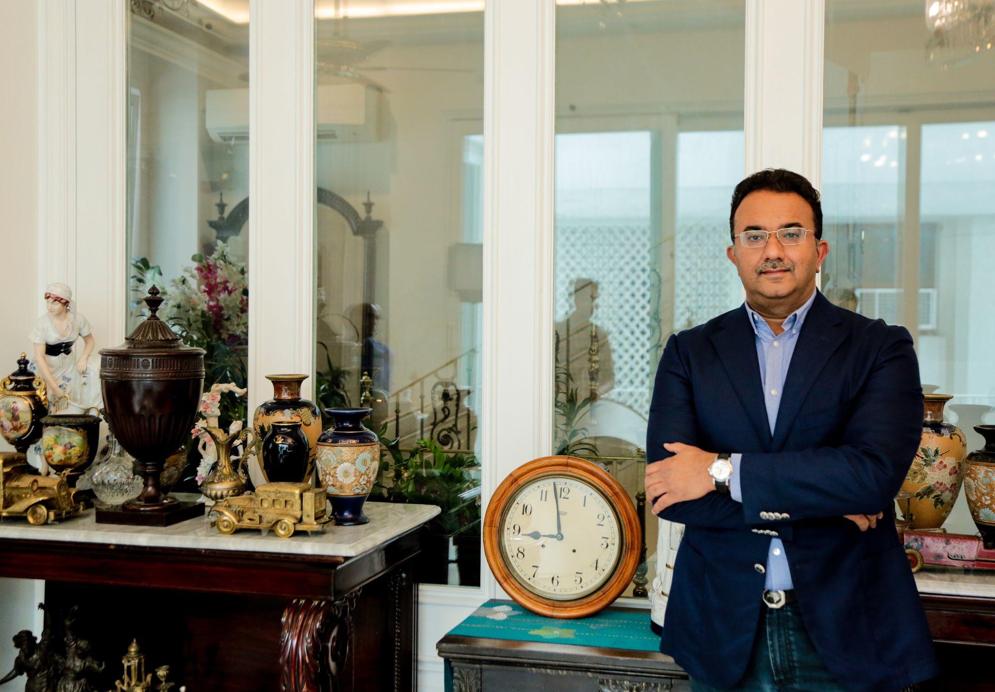 DILJEET TITUS 12 - Talking watches with Diljeet Titus